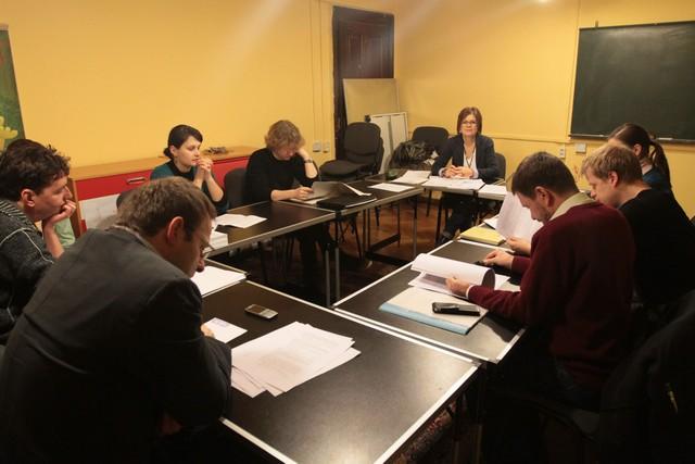 Az íróiskolások zárófelolvasása (forrás: 5kkozpont.hu)