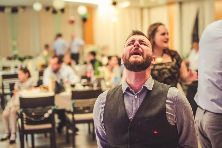 Mikos Ákos egy esküvőn